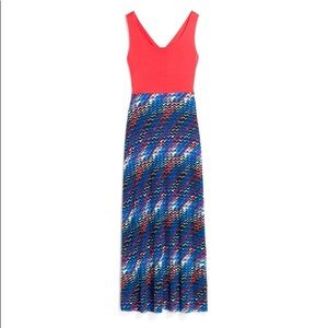 Super cute Maxi dress with peep hole in the back.